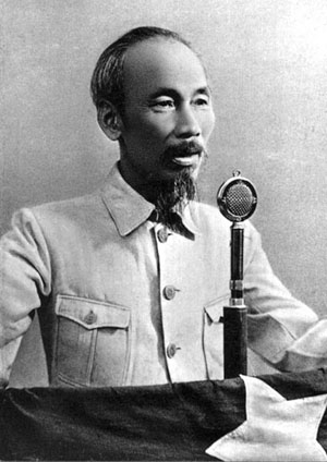 http://loft965.files.wordpress.com/2008/09/ho_chi_minh_1945.jpg