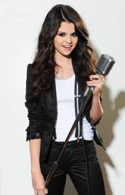 Selena Gomez singing in photo shoot (6)