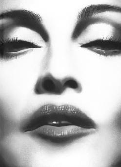 2012-Madonna-madonna-31704740-800-1103