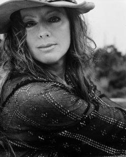 singer-sarah-mclachlan-make-up-famous-eyes